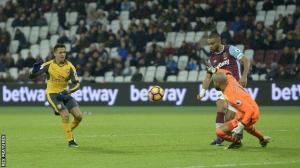 Arsene praise for hat-trick hero Alexis