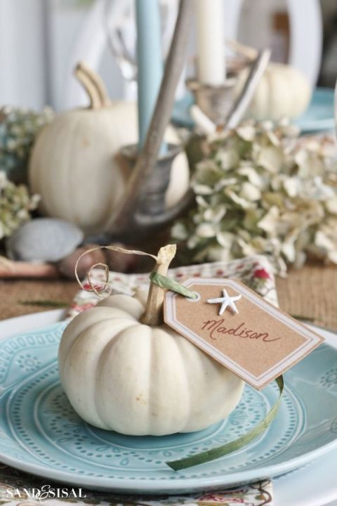 coastal-thanksgiving-table-setting