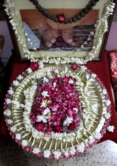 001 Gurucharanau Bhaje.JPG