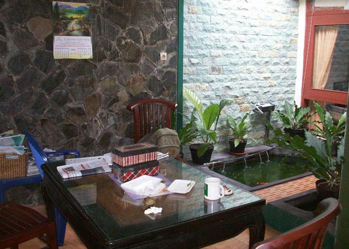Kolam Ikan Mungil Dalam Rumah Minimalis Sebagai Penyegar