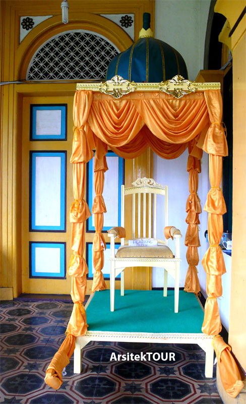 Istana Maimun Arsitekturnya Cantik Sejarahnya Menarik