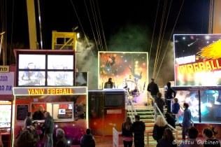 """Tämä """"Fireball"""" hyppelee joka päivä Eilatin korkeuksissa."""