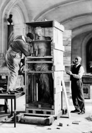 Venus of Milo being prepared for moving outside Paris for its protection