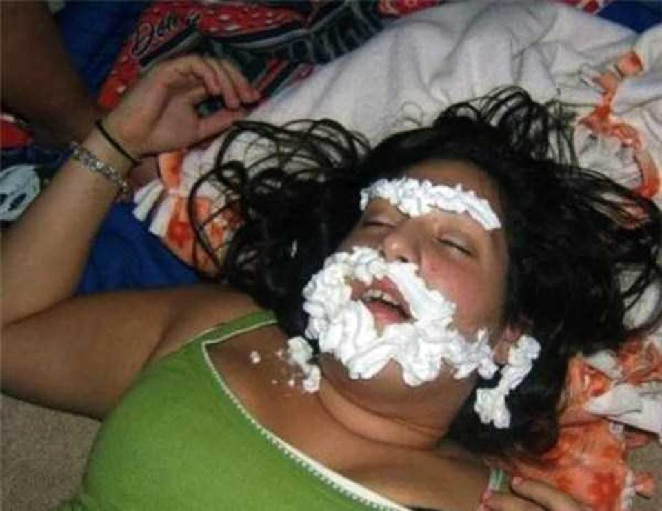 Смешные картинки пьяных девушек, годом