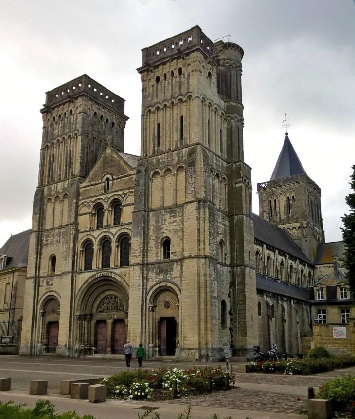 Сент-Трините, Кан, Нормандия,Франция. Западные башни