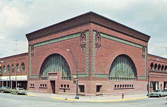 Национальный фермерский банк, разработанный Луи Салливаном, 1908, Оватонна, штат Миннесота.