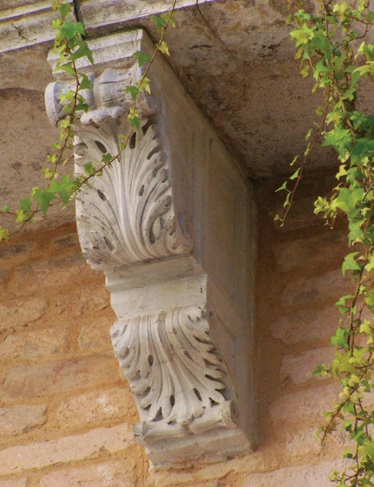 Резной каменный кронштейн, Венеция, Италия.