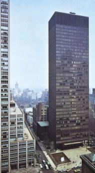 Здание Seagram, Нью-Йорк, Людвиг Мис ван дер Роэ и Филип Джонсон, 1956–58.