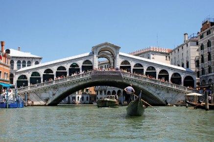 Мост Риальто, Венеция; он был спроектирован и построен Антонио да Понте.
