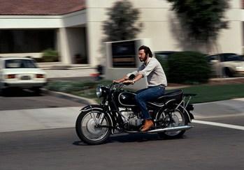 Стив Джобс на мотоцикле в возрасте 27 лет, Калифорния. Фото Чарльза О'Рира