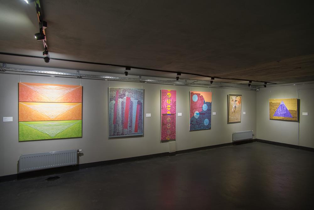 В Татарові демонструють роботи 20 найцікавіших художників Івано-Франківщини