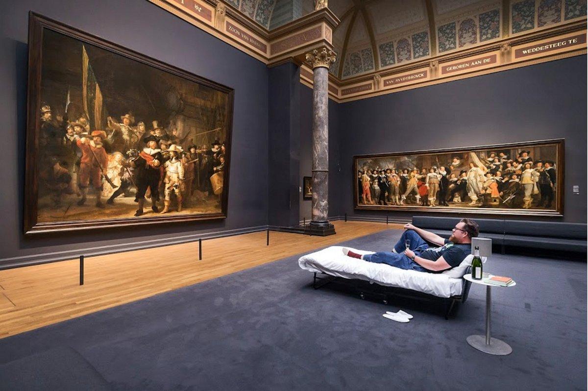 Школьный учитель получил возможность переночевать перед шедевром Рембрандта