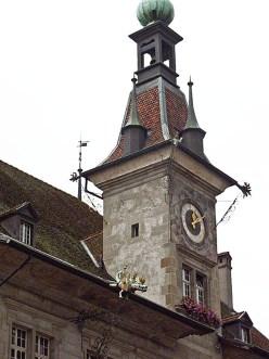 La torre del Municipio di Losanna con draghetti di rame