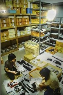 Una foto in mostra del restauro dei pezzi ritrovati in mare