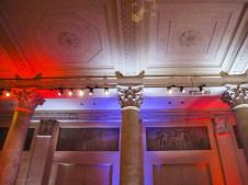 Una sala del Palazzo Reale con i colori della bandiera francerse