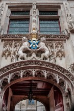 Stemma con leoni all'ingresso di un Castello della Loira