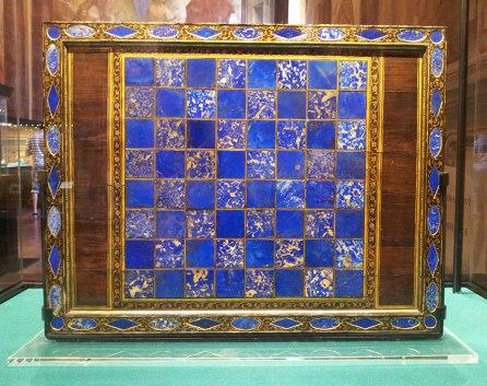Venetian chess board with lapis lazuli and gold-inlay wood XVI c. (London, Victoria & Albert Museum)