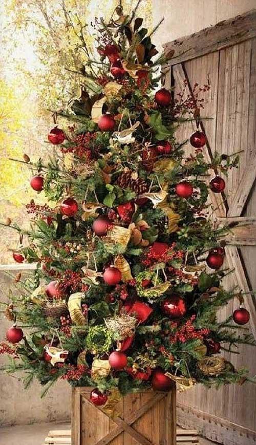 Charming Country Christmas Tree