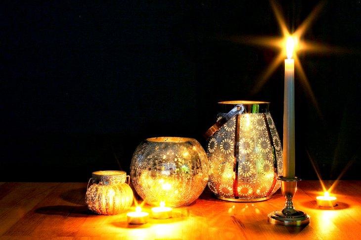 Christmas Candles Table Decor