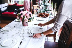 14 Positively Delightful Christmas Table Settings