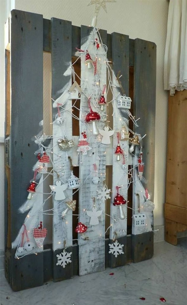 The Painted Pallet Christmas Tree