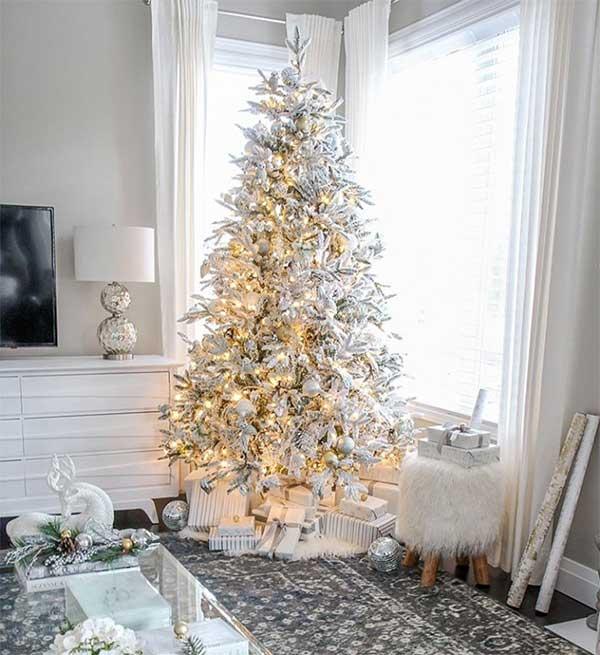 White & Gold Glam Christmas Tree
