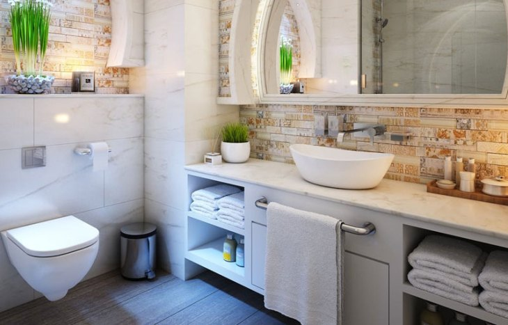 5 Daily Cleaning Tips: Wipe Down the Bathroom