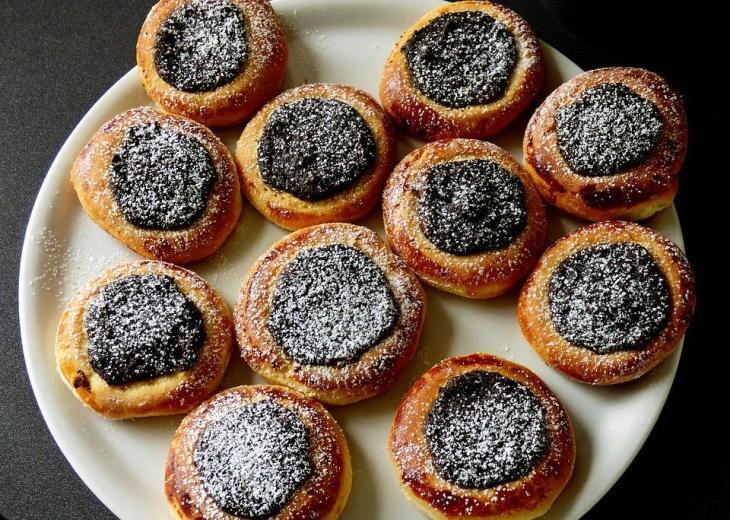 Moravian Poppy Pies