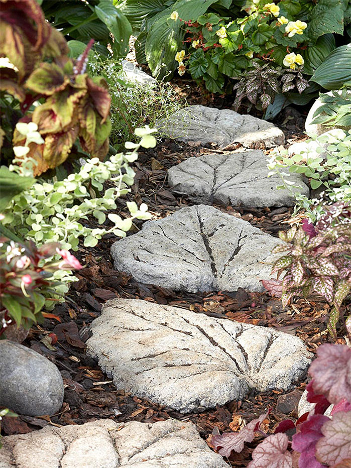 DIY Garden Projects |  Cast Concrete  Leaf  Stepping Stones