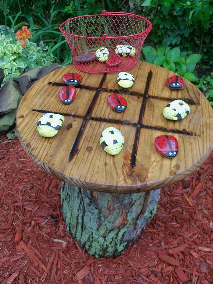 DIY Backyard Ideas |  Tic Tac Toe Garden Table