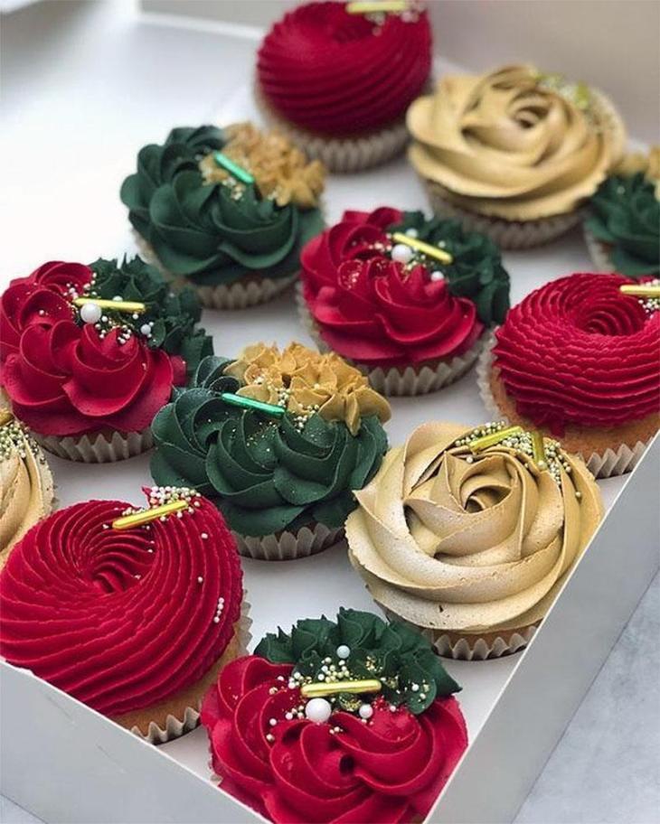 Elegant Christmas Cupcakes