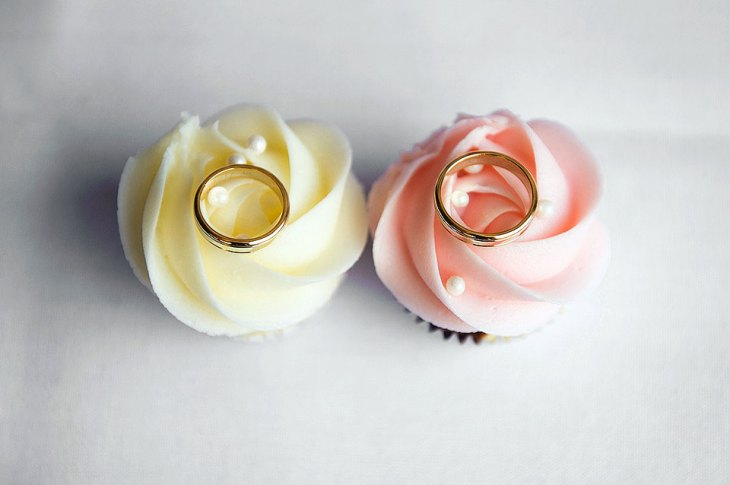 His and Her Wedding Ring Cupcakes