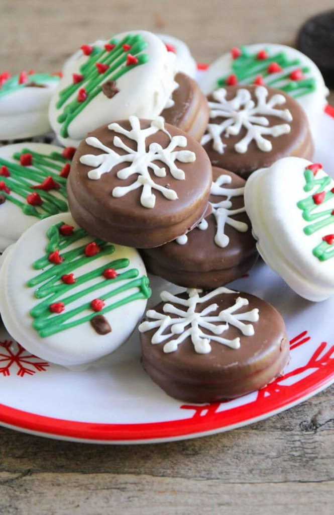 Christmas Dipped Oreos