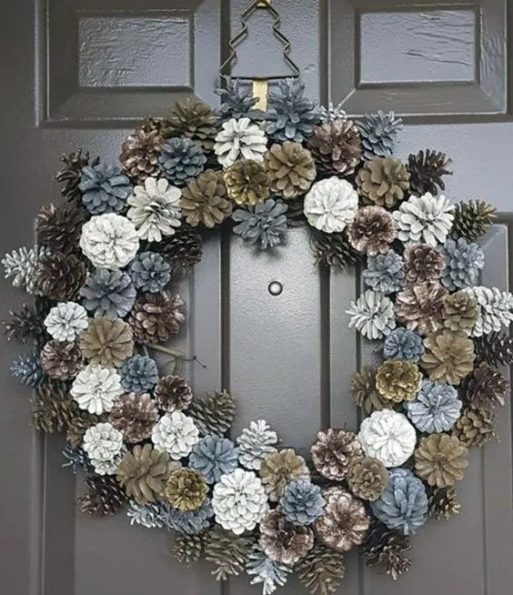 Frosty Pinecones DIY Christmas Wreath