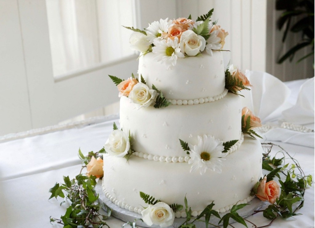 Pearls and Flowers Summer Wedding Cake