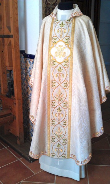 """Ilium"" chasuble in Gothic style. Design exclusive to Granda Liturgical Arts."