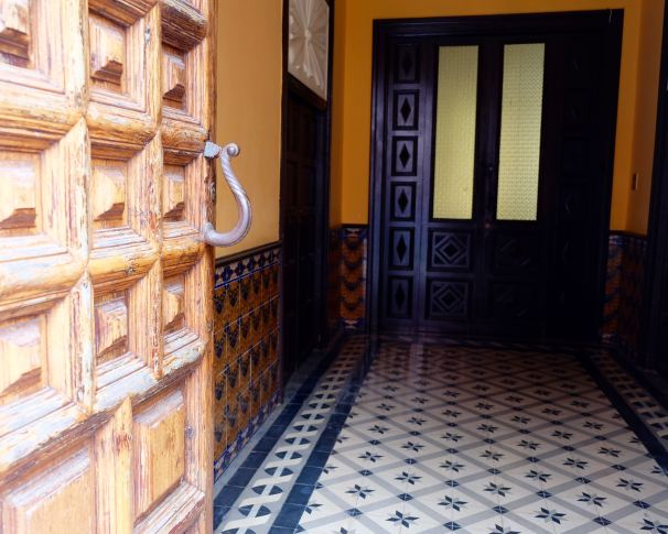La Laguna tiled entry