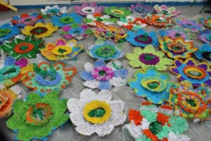 Arts in aducation workshops by artastic -making big flowers