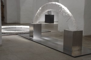 The Arc of Heaven: d = 260cm, paperclay, paperporcelain; The Act: 120 x 260cm, paperclay, paperporcelain
