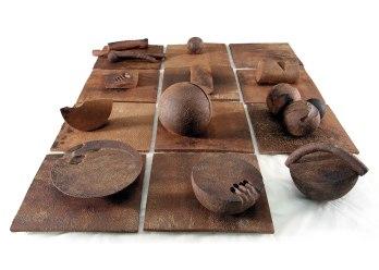 25x175x132 cm., stoneware, glaze, 2010