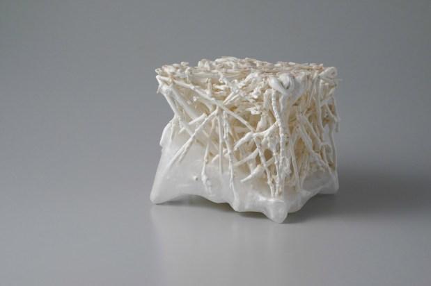 15 x 15 x 15 cm, slip-casting, porcelain, paraffin wax, 2017