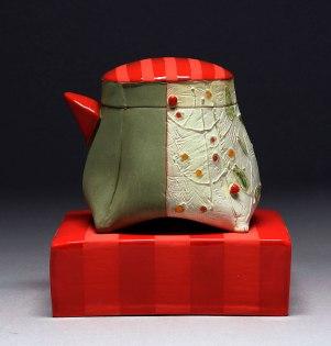 Handbuilt earthenware, terra sigillata, underglaze, glaze and gold luster, wire, 3.5x3x2.5