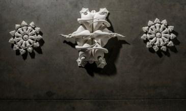 Porcelain, oxides, partially glazed, 340 cm x 49 cm x 13 cm.