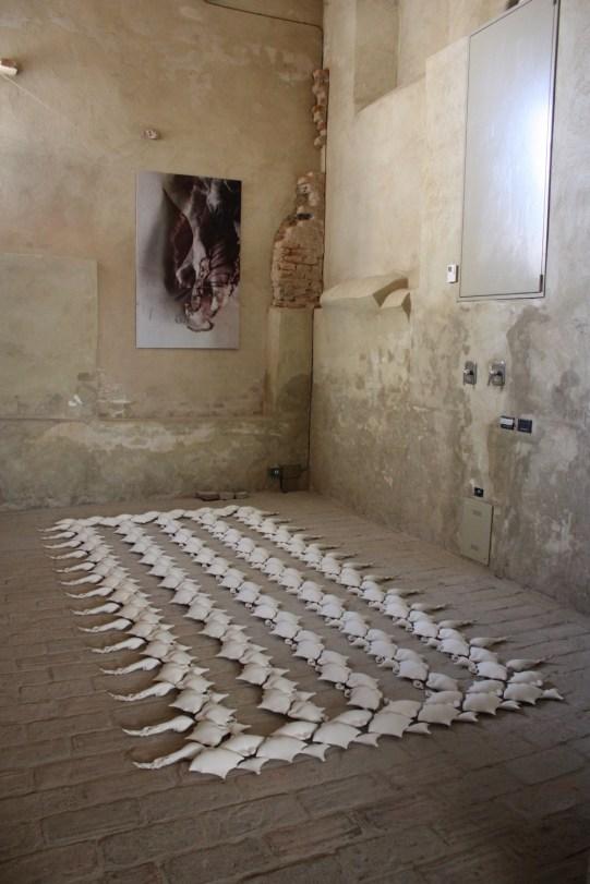 Porcelain, oxides, 445 cm x 200 cm x 5,5 cm.