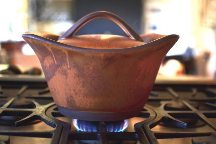 flameproof cooking pot : flameware clay body : fired in propane-fueled soda vapor kiln to cone 11
