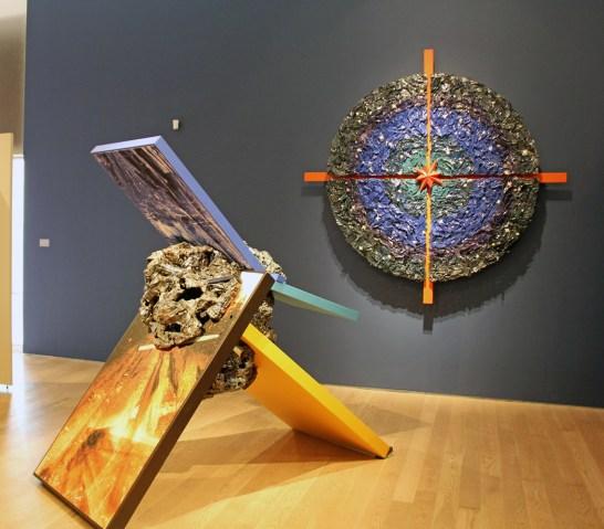 2015. Ceramic (earthenware, slip, terrasigillata, glaze), wood, ink jet on paper mounted on plywood, hardware. Sculpture : height 210 cm, Universe Target : 230 cm in diameter.