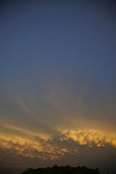 sun setting on the mammatus