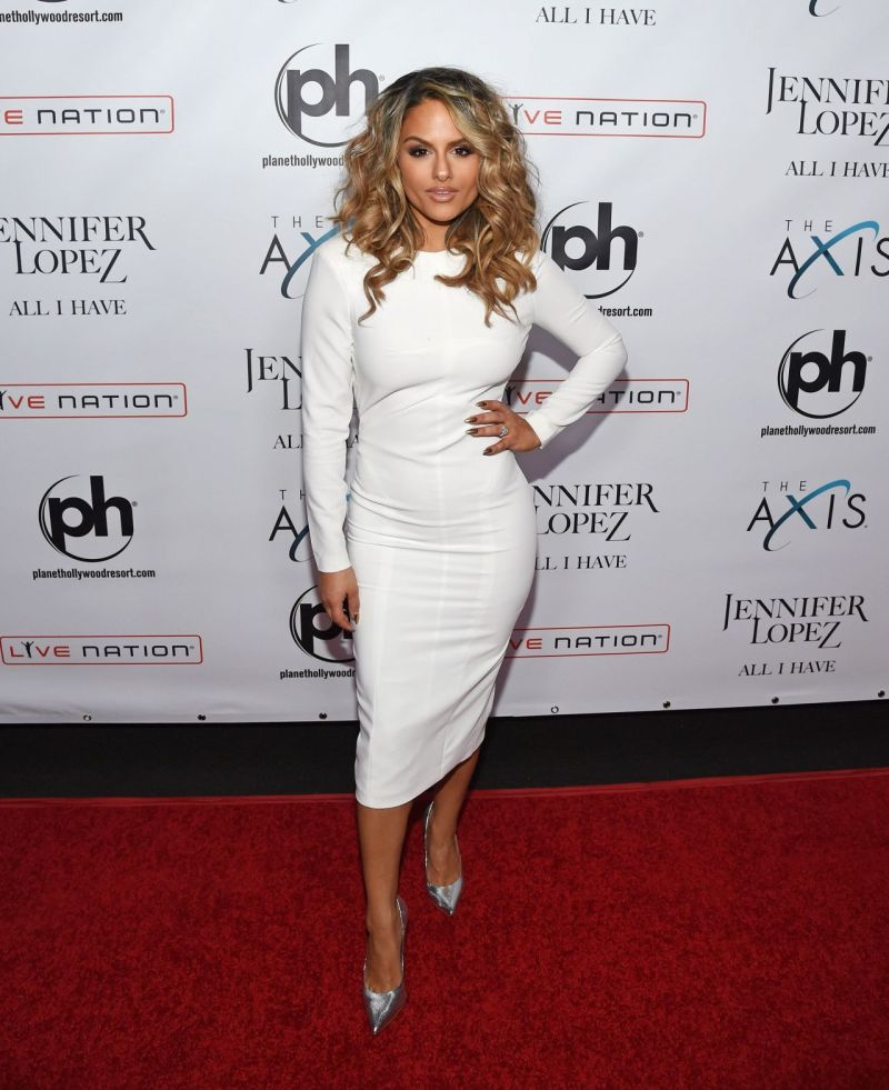 pia-toscano-jennifer-lopez-all-i-have-residency-launch-in-las-vegas-january-20-2016-1