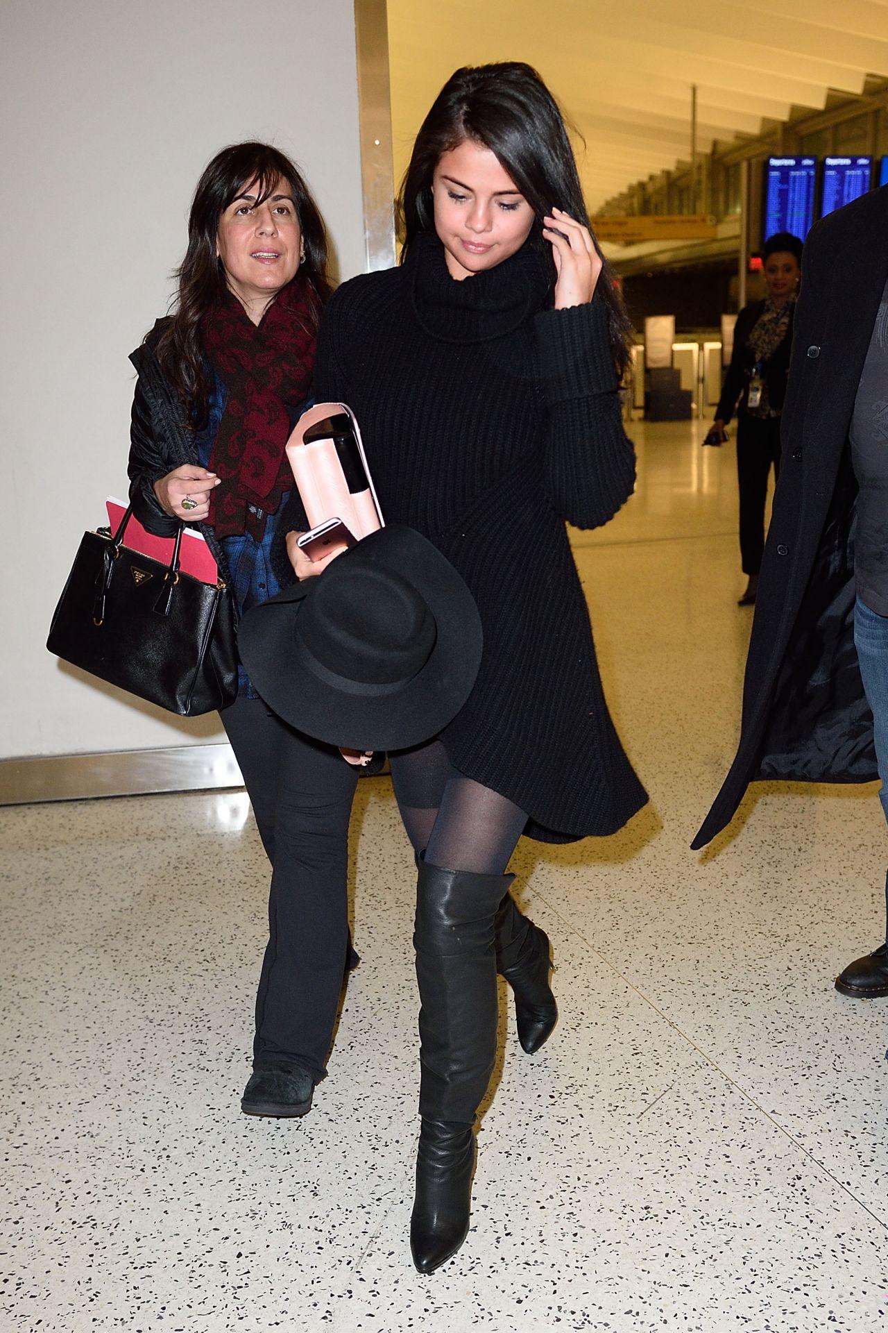 selena-gomez-arrives-at-jfk-airport-in-new-york-city-january-20-2016-9