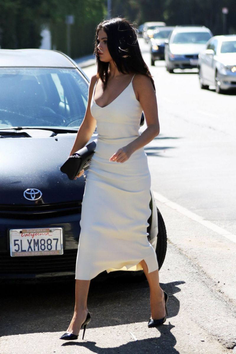 selena-gomez-in-white-dress-jennifer-klein-s-day-of-indulgence-party-january-2016-6
